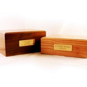 urn-wooden-standard