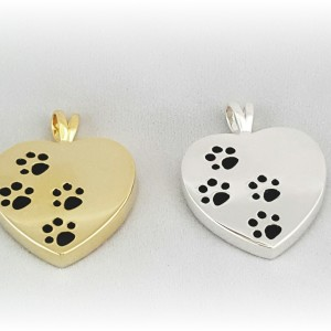 Stock_Paws_on_Heart[1]